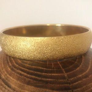 Gorgeous Heavy Vtg Monet Large Gold Finish Bangle